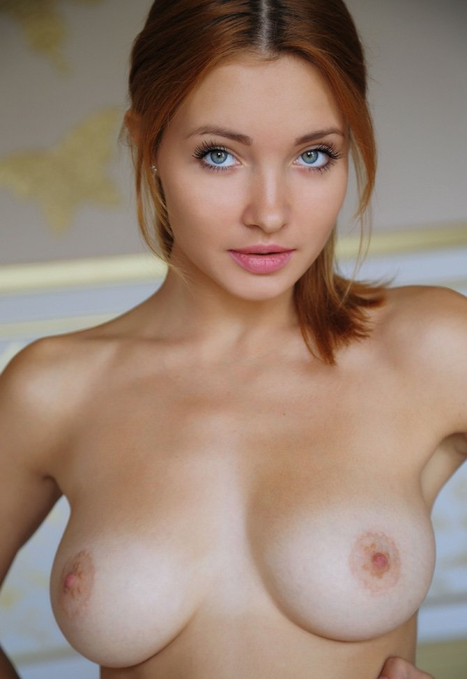 Sexy nude girl brown eyes